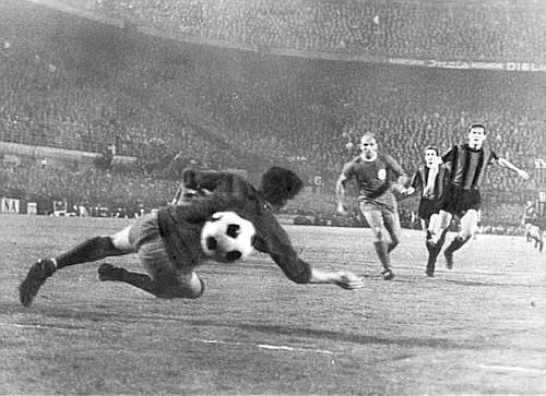 Facchetti marca o golaço contra o Liverpool que classificou a Inter para a final.