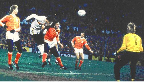 O heroico gol de Grün, contra a Holanda, que colocou a Bélgica na Copa de 1986.