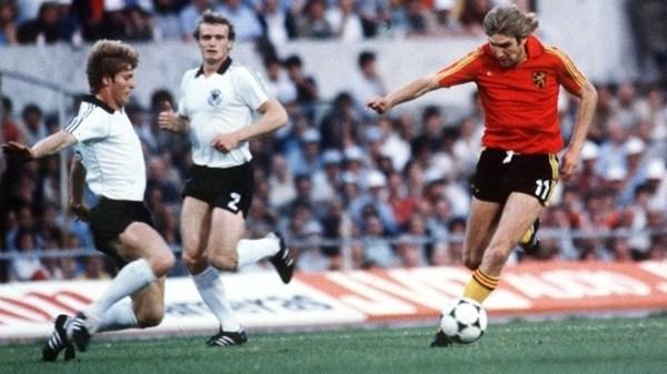 Ceulemans (à dir.) em ação contra a Alemanha.
