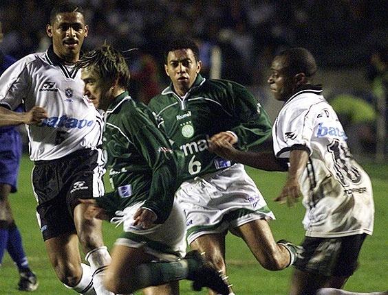 Pancadaria em 1999 ainda mexia com torcedores e jogadores naquele duelo de 2000.
