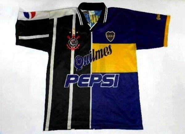 O corintiano fez até camisa mista contra o Palmeiras, em 2000...