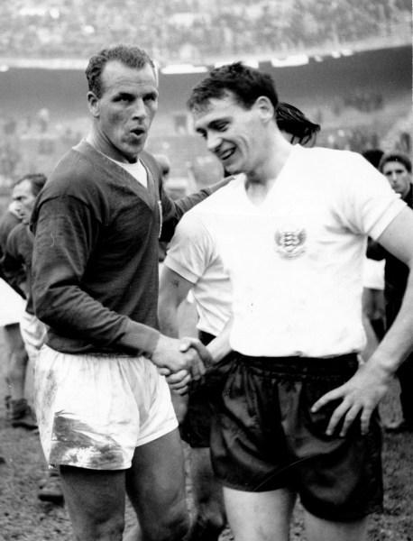 John Charles e Bobby Robson, em 1960.