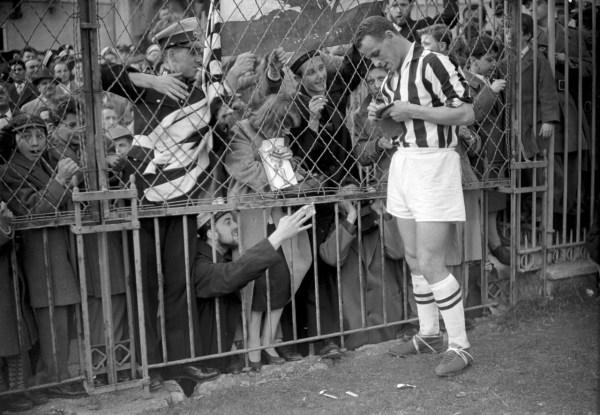 John Charles e seus fãs: cena comum em Turim no período em que o galês esteve por lá.