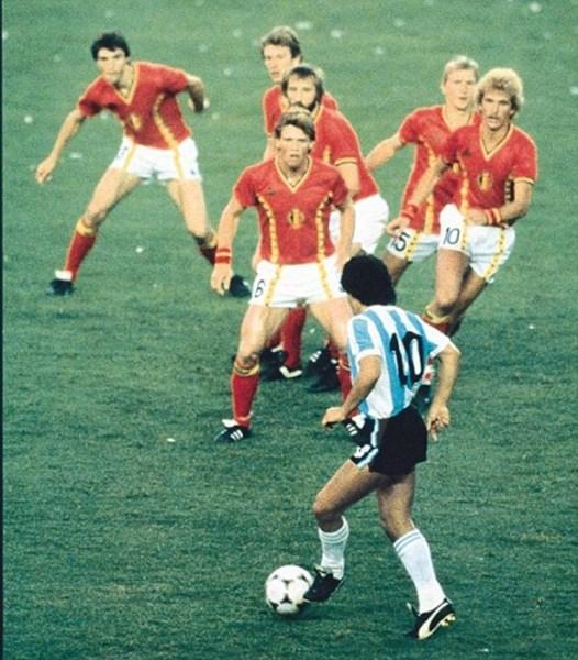 Em 1982, Maradona não conseguiu fazer a diferença. O paredão belga talvez explique o motivo...