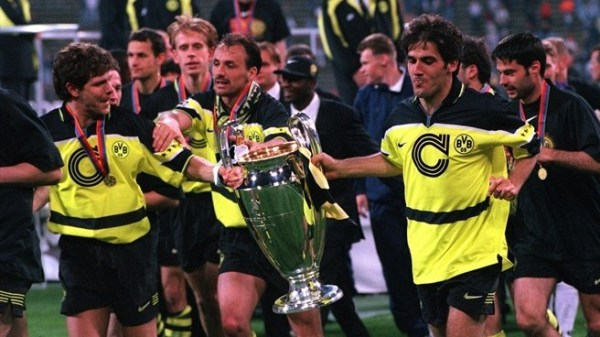 Só nos anos 90 que o Borussia iria voltar a celebrar grandes títulos -  como a Liga dos Campeões de 1996-1997.