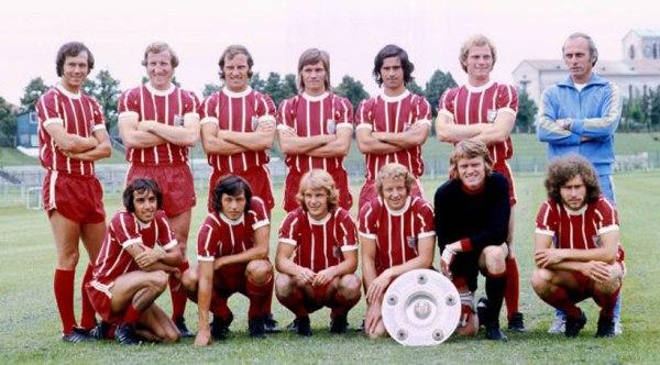 O Bayern de Breitner naqueles anos 70 - Em pé: Beckenbauer, Schwarzenbeck, Roth, Hoffmann, Gerd Müller, Dieter Hoeness e o técnico Udo Lattek. Agachados: Krauthausen, Schneider, Zobel, Hansen, Sepp Maier e Paul Breitner.