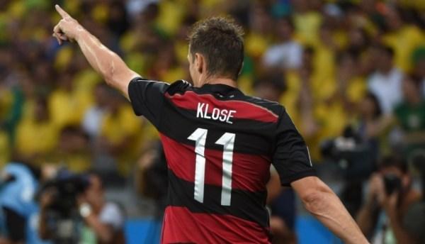 Klose celebra seu gol nº16 em Copas.