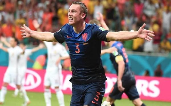 De Vrij celebra o terceiro gol: estava virando goleada...