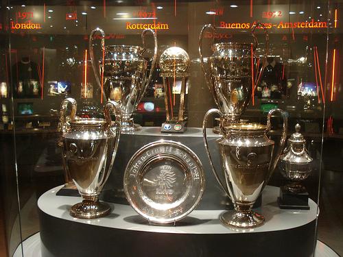 Das quatro Ligas dos Campeões conquistadas pelo Ajax, três foram em cima de clubes italianos. E justamente no trio Juventus, Milan e Inter!