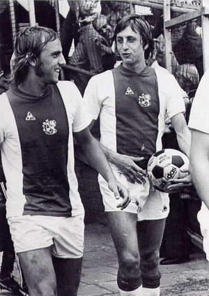 Neeskens e Cruyff: símbolos do melhor Ajax da história.