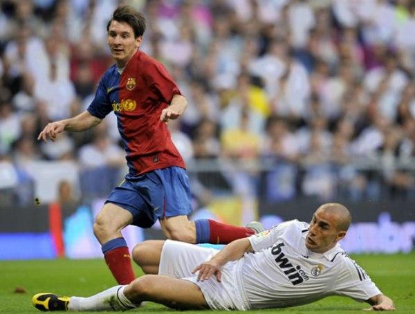 Messi deixa Cannavaro no chão: Barça 3 a 1.