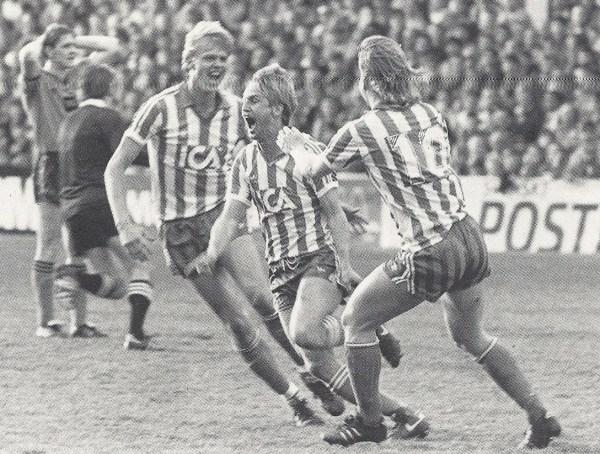 Lennart Nilsson (centro) vibra: gol salvador na Escócia e bicampeonato continental!