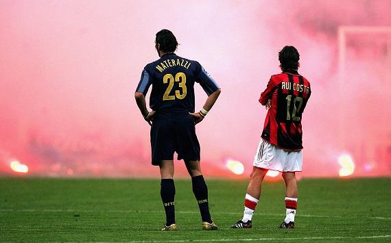 A bagunça pirotécnica da torcida da Inter encerrou antes do tempo o segundo duelo entre os rivais de Milão na Liga. Melhor para o Milan.