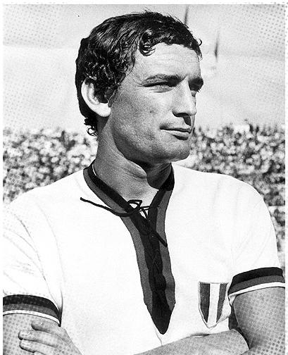 Riva, a camisa do Cagliari e o Scudetto cravado no peito: uma imagem cravada para sempre na memória de qualquer torcedor do clube sardo.