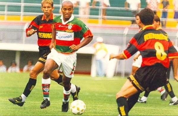 78b3235f5fba1 O Campeonato Brasileiro de 1996 ainda era disputado em turno único com  mata-mata eliminatório na segunda fase. Os 24 clubes jogariam entre si e os  oito ...