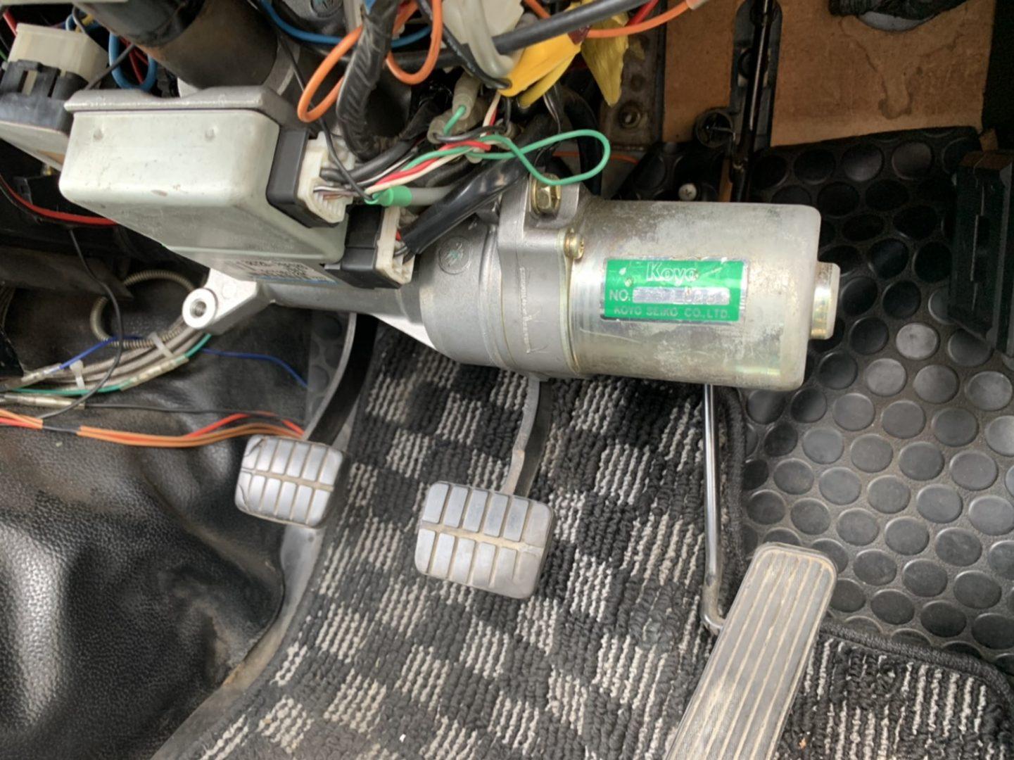 なんとパワステユニットを装備してます!取り回し楽々!ハンドルすえ切りする時に効果大です