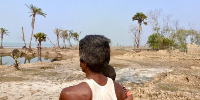 Coastal erosion, high soil salinity and increasingly violent cyclones have forced the young out of their homes in the Sundarbans, living behind only the old people, children and women [image by: Soumya Sarkar]