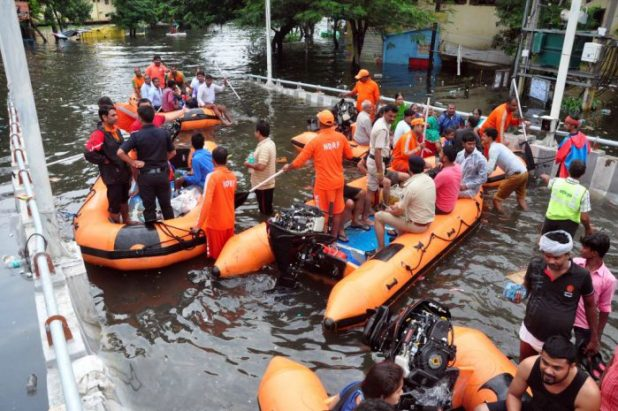 Rescue teams evacuating residents in Patna [image by: Prashant Ravi]
