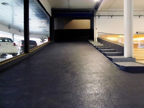 rampa parking anti lliscant amb corindó abrasiu i resistent by impapol resin Catalunya
