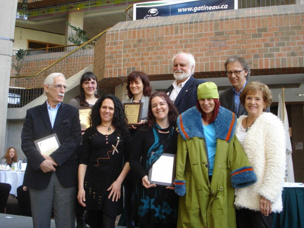 Les lauréats du prix d'excellence Lyse-Daniels 2015, en compagnie de Chloé Sainte-Marie, Jean-Paul Perreault et Laurette Bergeron