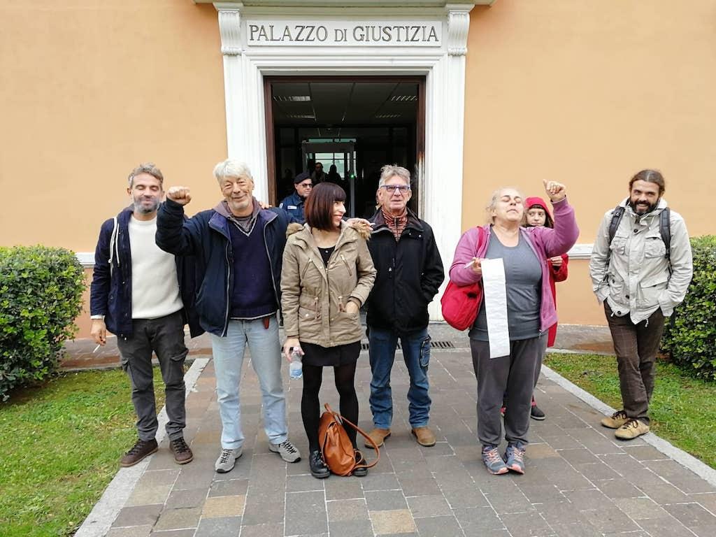 """Imperia, assolti gli attivisti de """"La Talpa"""" che lanciarono la carta igienica a Salvini:""""dissenso parte fondante della democrazia""""/ il commento - IMPERIAPOST"""