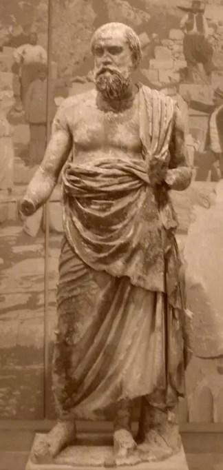 Plutarco en sus escritos nos ha entregado gran cantidad de información sobre los ediles y elección