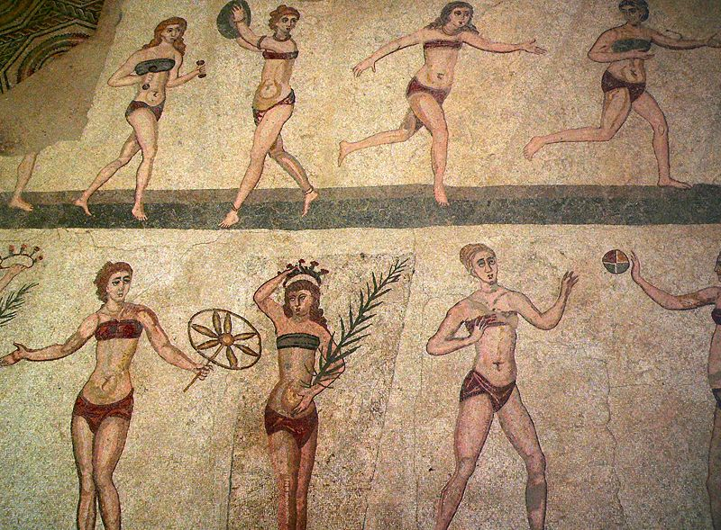 Fresco de mujeres deportistas vistiendo ropa interior romana.