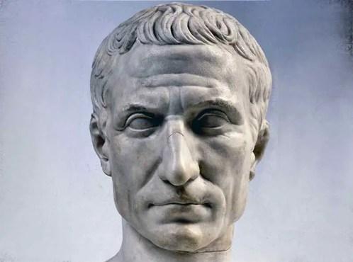 Busto de Julio César, César estuvo relacionado al significado de los nombres de los meses.