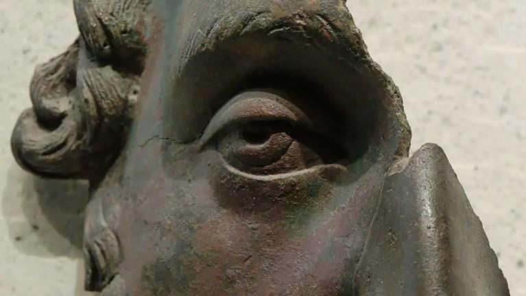 Detalla de la máscara en bronce de Marco Aurelio.