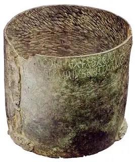 Fotografía y detalle de un modio romano.