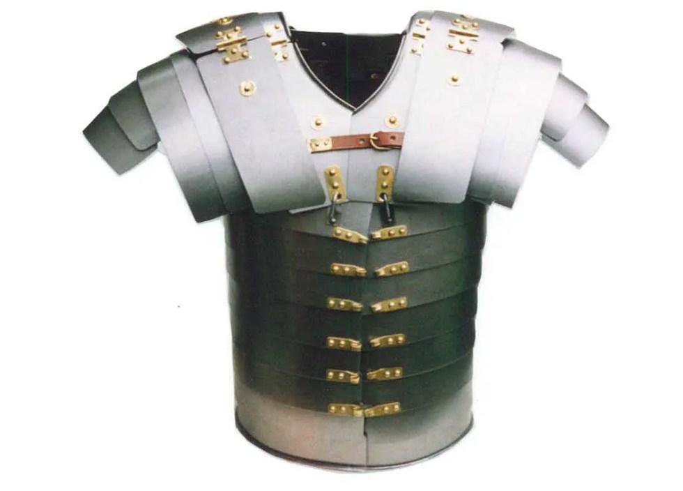 Reconstrucción moderna de alta calidad de una armadura lorica segmentata.