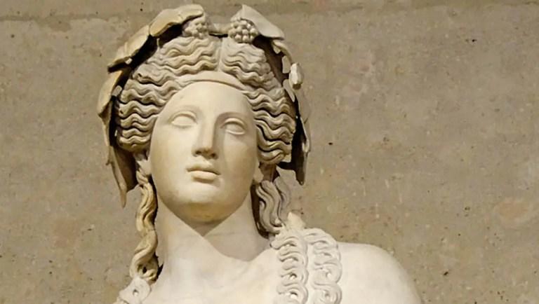 Estatua del dios griego Dionisio.