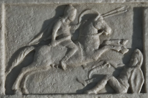 Detalle de la tumba de Tiberio Claudio Máximo mostrando la captura del rey dacio Decébalo.