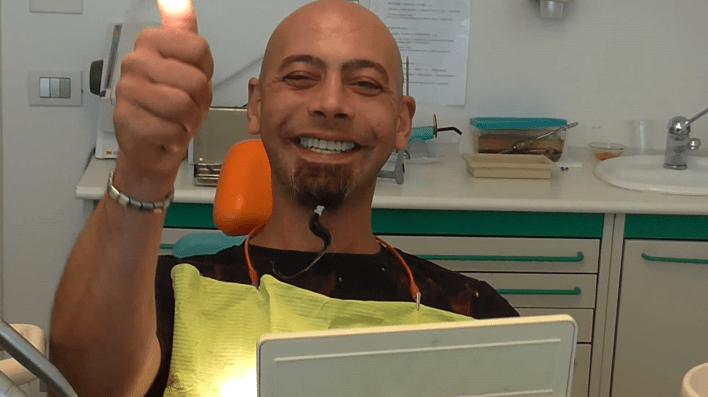 Implantologia a carico immediato senza gengiva