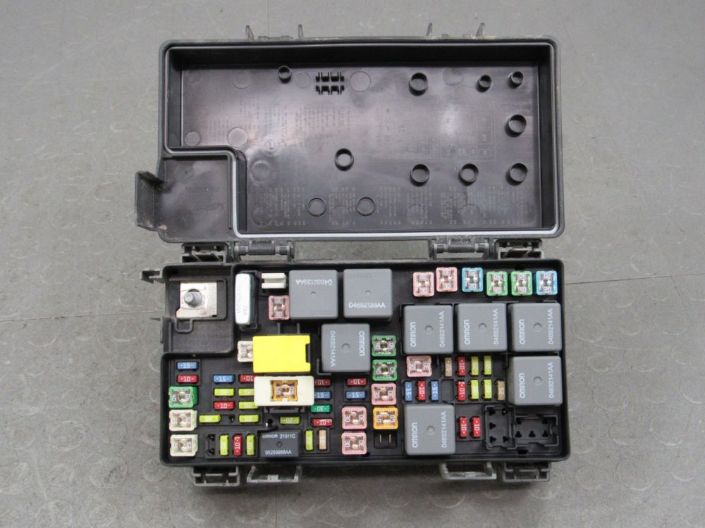 medium resolution of liberty nitro tipm integrated power module fuse box block af jpg 1600x1200 dodge nitro tipm