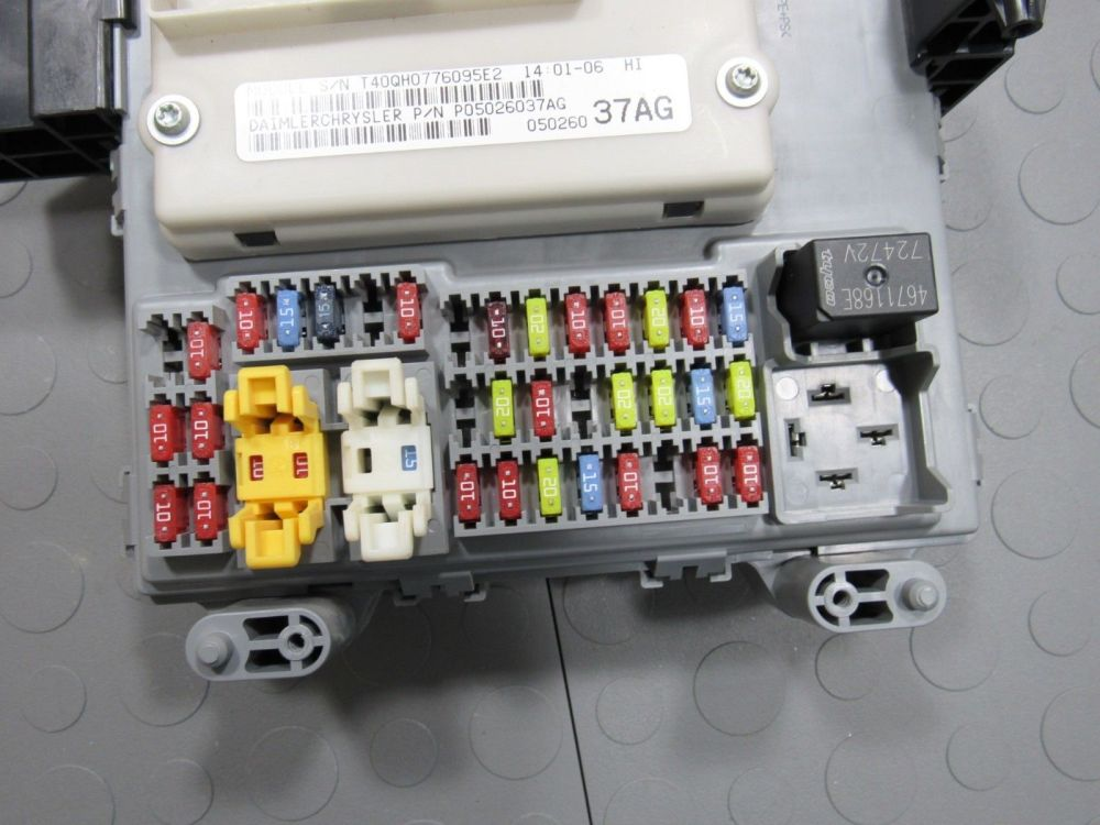 medium resolution of 06 07 jeep liberty bcm body control module fuse box junction block 2006 chevrolet impala fuse