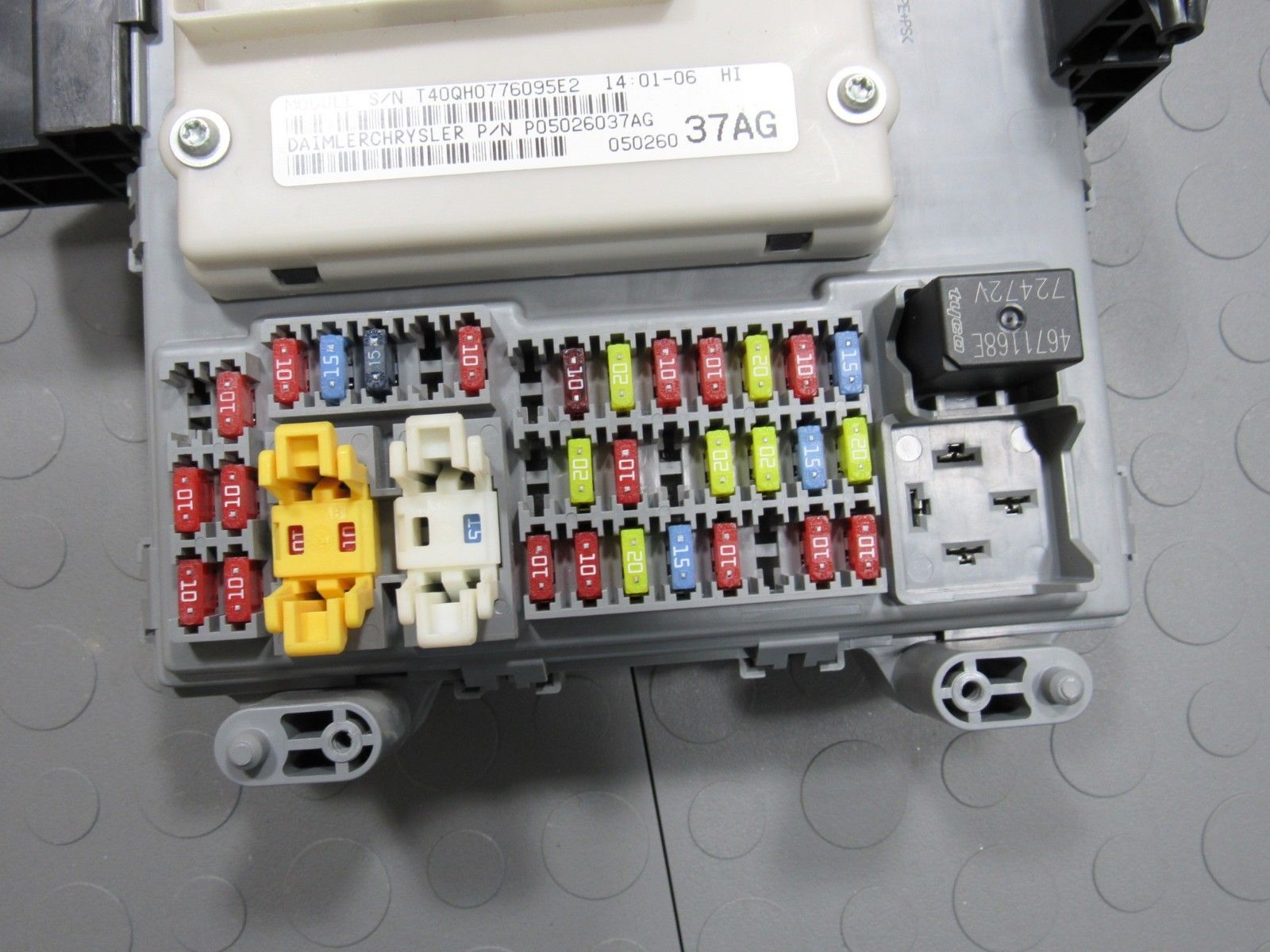 hight resolution of 06 07 jeep liberty bcm body control module fuse box junction block 2006 chevrolet impala fuse