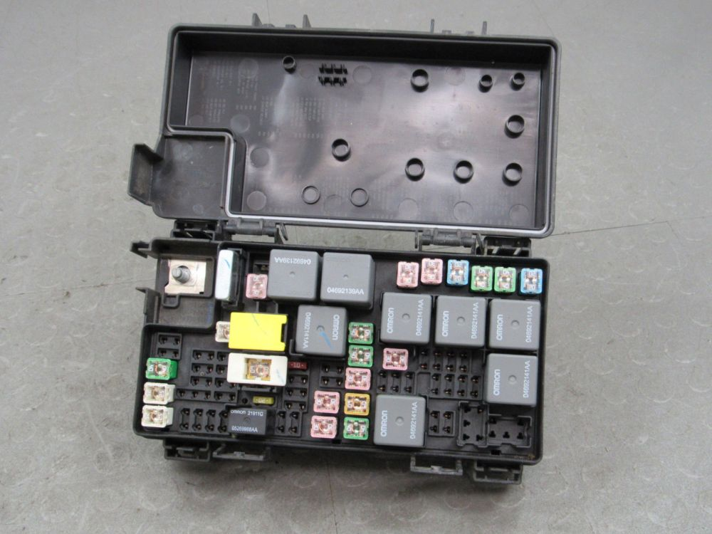 medium resolution of 09 caravan journey t c tipm integrated power module fuse box 04692302ab v
