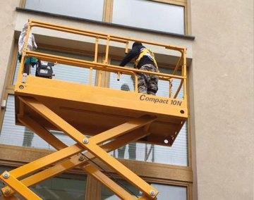 7_pulizia-vetri-su-piattaforma