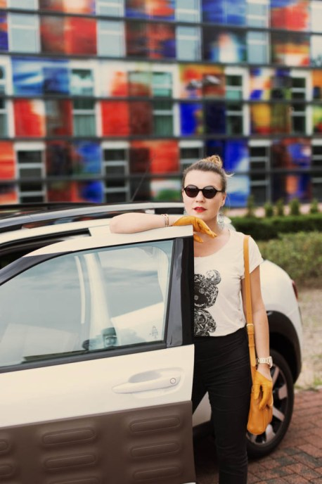 brand new citroen c4 cactus _ test drive _ wearing Anis Fashion, Roeckl and Hamburg Eyewear