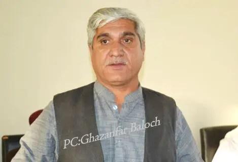 بلوچستان نیشنل پارٹی کے مرکزی کمیٹی کے ممبر غلام نبی مری سمیت دیگر نے عزیز بلوچ کی عیادت کی