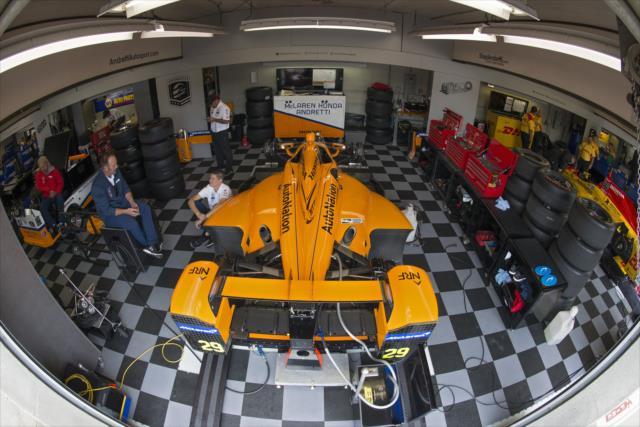 Alonso protagonizó escenas relacionadas son los motores en clasificación y carrera (FOTO: Wlter Kuhn/INDYCAR)