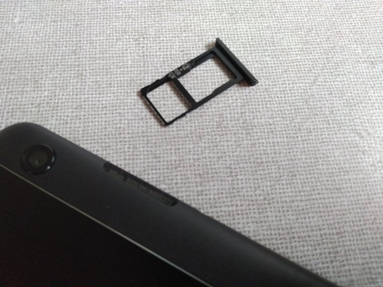 CHUWI Hi9 ProのSIMカードスロット