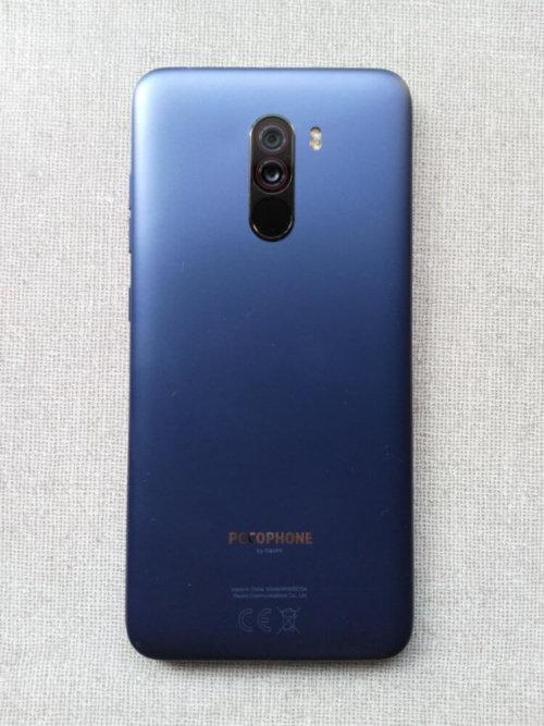 Xiaomi Pocophone F1 筐体デザイン(背面)