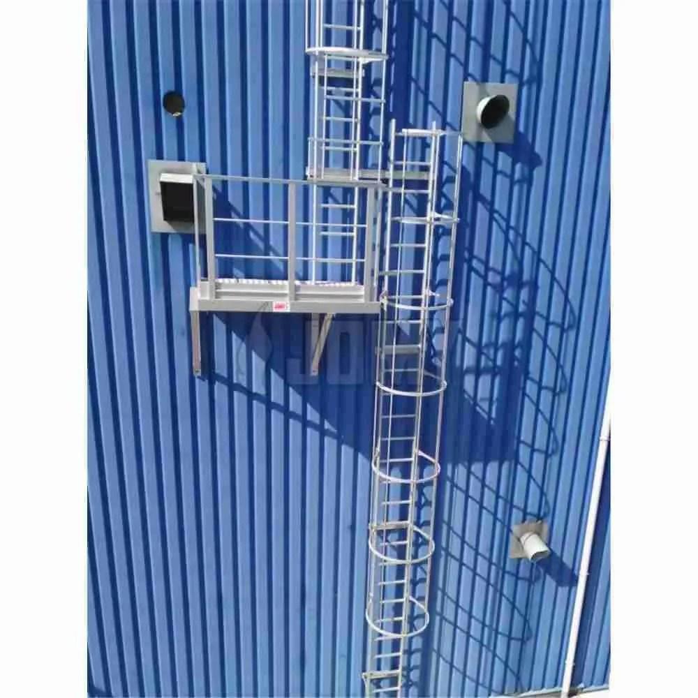scale con gabbia con piattaforme intermedie di riposo