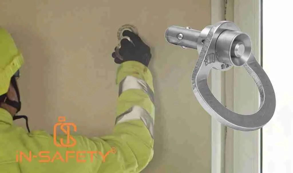 Ancoraggi rimovibili installati al servizio di infissi per assicurare gli addetti alla pulizia con dettaglio del perno