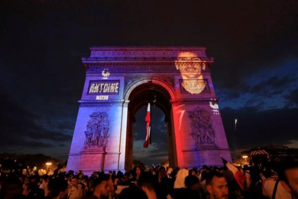 «Καίγεται» η Γαλλία μετά την κατάκτηση του Μουντιάλ