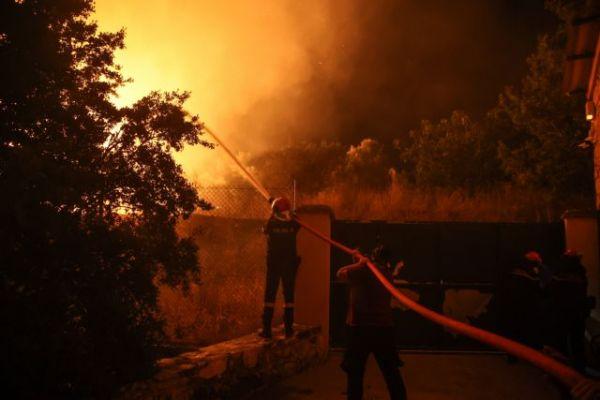 Σε πύρινο κλοιό η χώρα - Εκτός ελέγχου οι πυρκαγιές σε Εύβοια, Αρχαία Ολυμπία, Μεσσηνία