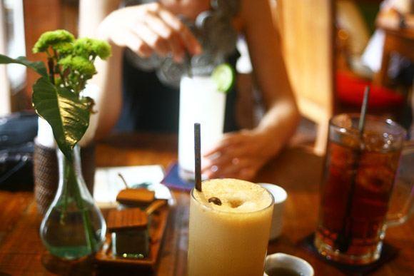 Juice hangs via Cafe Kafe