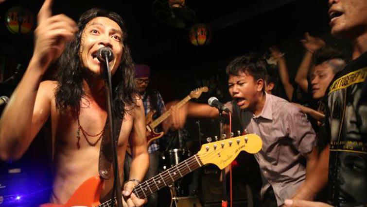 Navikula rock band at Twice bar Kuta
